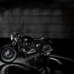 Triumph moottoripyörä, valomaalaus